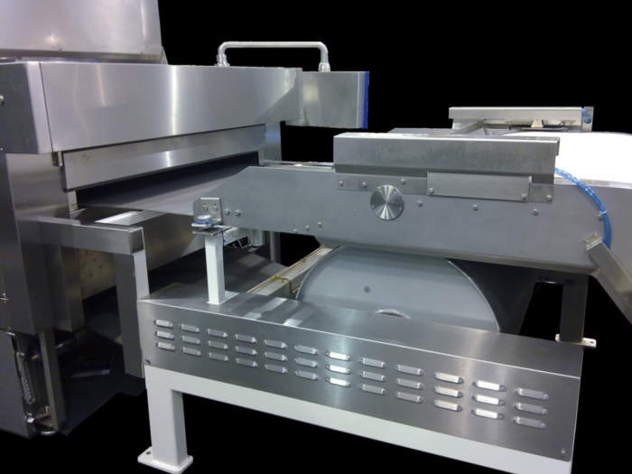 Oven feeding area with big diameter turning drum